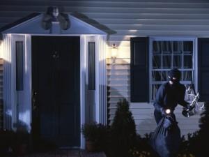 ¿Cómo actúan las bandas especializadas en asaltar viviendas?