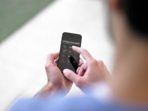 1 de cada 3 españoles asegura haber cotilleado el móvil de su pareja o hijos