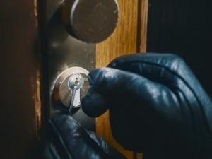 Nueva técnica de robo: los cacos emplean mini-cámaras para controlar el interior de las viviendas